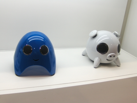 Lanchiya iPod docks ghost and pig