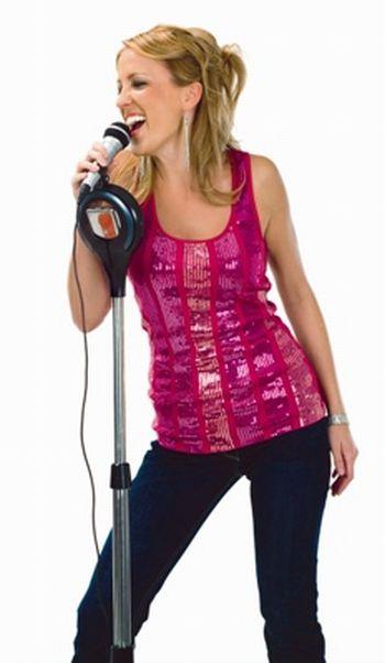 memorex_singstand_woman_karaoke.jpg