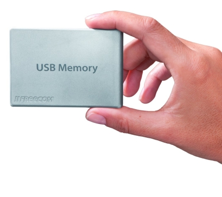 Freecom_credit_card_USB_Memory_hand