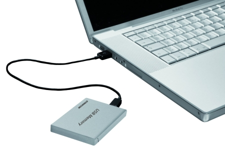 Freecom_credit_card_USB_Memory_laptop